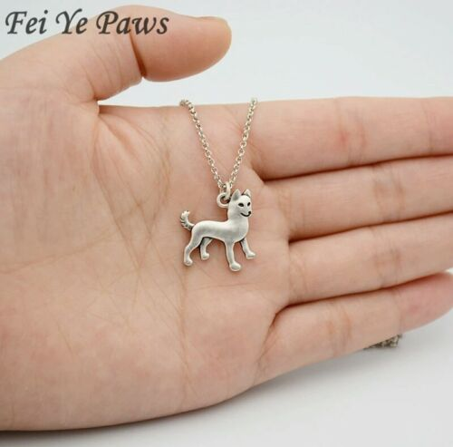 Stunning Silver Tone Siberian Husky Necklace.With Organza Bag .....