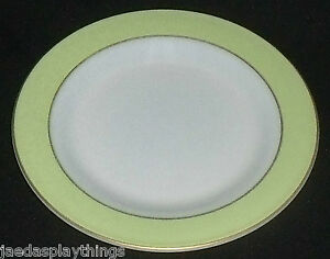 Pyrex-Lime-Green-Band-Milk-Glass-Dinner-Plate-10-034-Gold-Trim-FREE-US-Ship