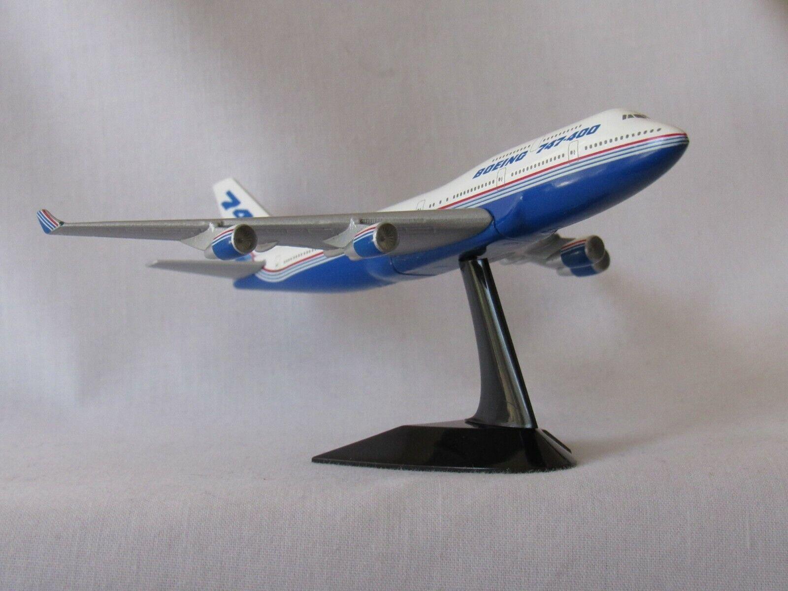 HERPA WINGS BOEING FLEET BOEING 747-400 WITH STAND 500821
