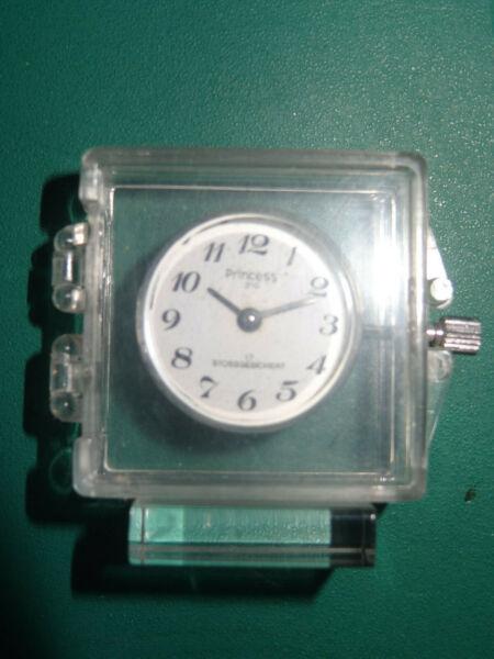 100% QualitäT Miniatur-uhr Mit Echtem Uhrwerk
