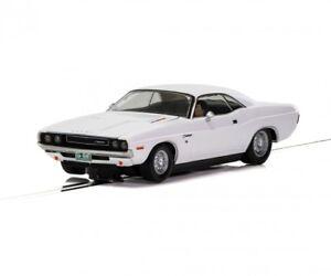 Scalextric-500003935-1-3-2-Dodge-Challenger-1970-Blanco-HD-Nuevo