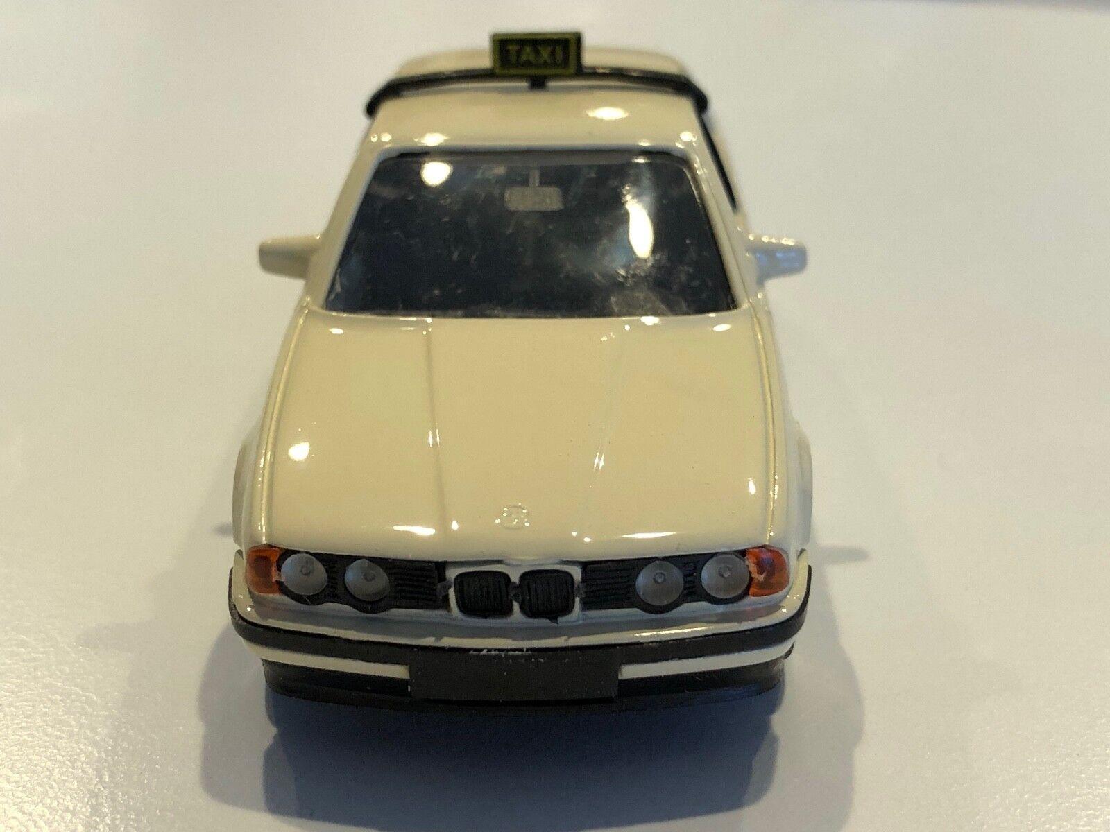 BMW 535i E34 German Taxi Beige échelle 1 43 DIECAST MODEL   82 22 9 417 316
