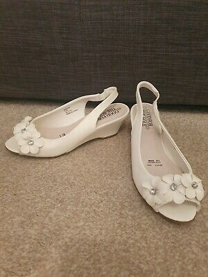 Wide Fitting White Slingback Sandals
