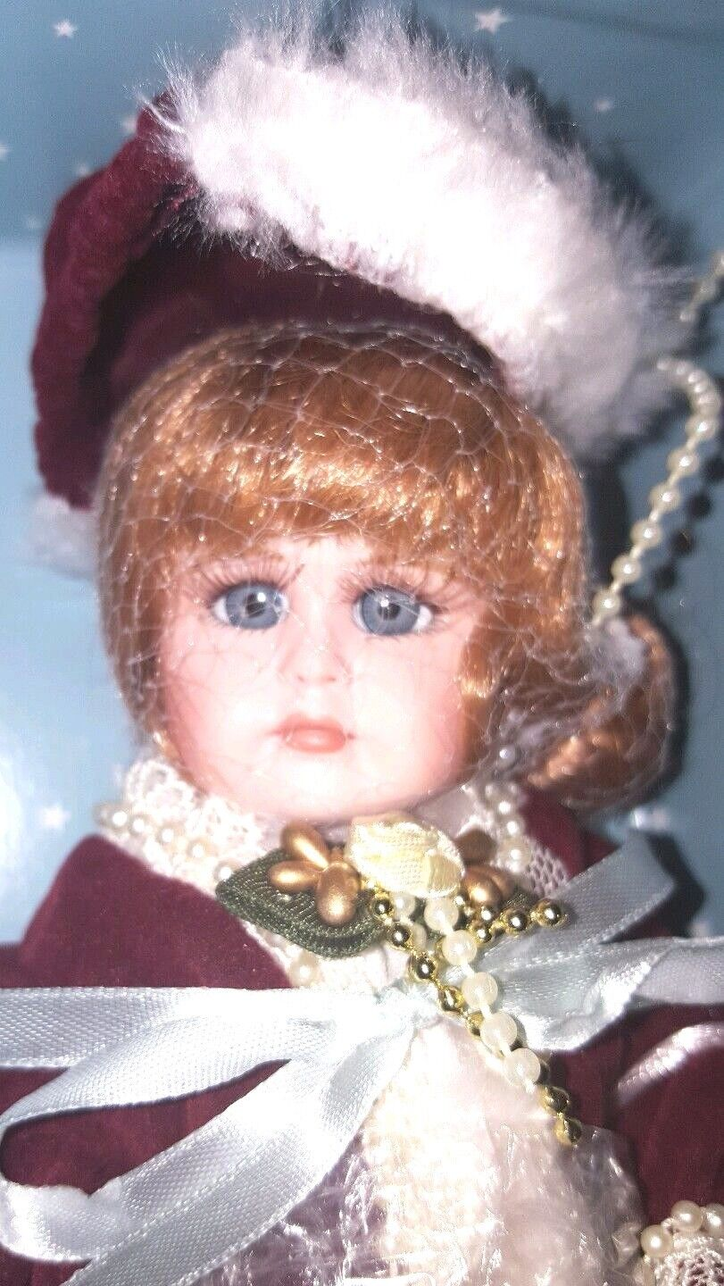 SHOW STOPPERS TRUDY'S HOLIDAY Musical Trunk Doll NIB w  Extras