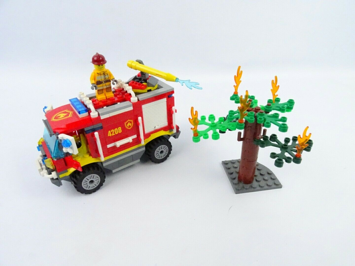 LEGO  4208  Fire Truck with burning tree and Mini-figure Original and complete