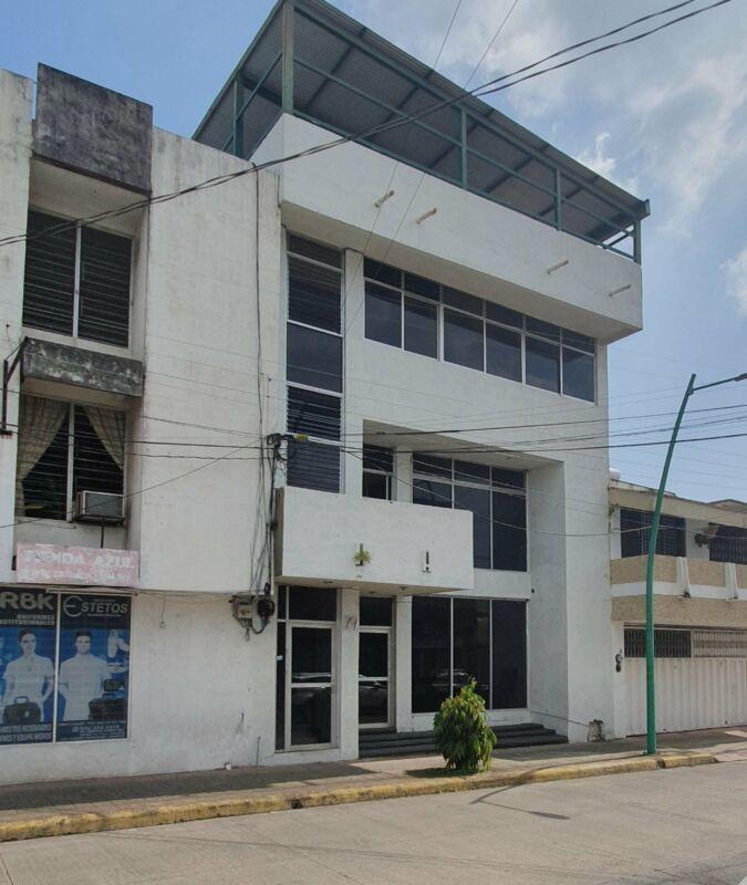OFICINAS EN RENTA EDIFICIO DE 3 NIVELESEN 2DO CUADRO DE LA CD. DE TAPACHULA, CHIAPAS.