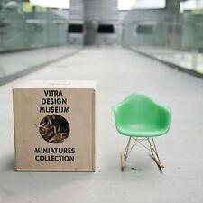 vitra Miniatur RAR Charles und Ray Eames grün Miniatur Schaukelstuhl
