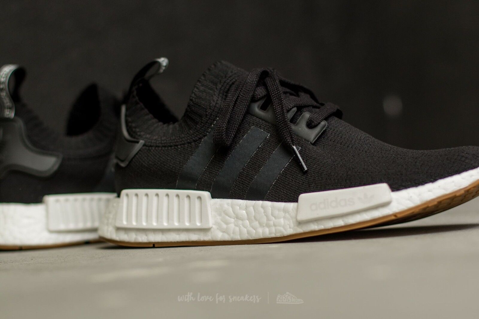 Adidas nmd r1 primeknit pk gomma pack nero nucleo bianco nero pack impulso ultra by1887 Uomo 7,5 374f1a