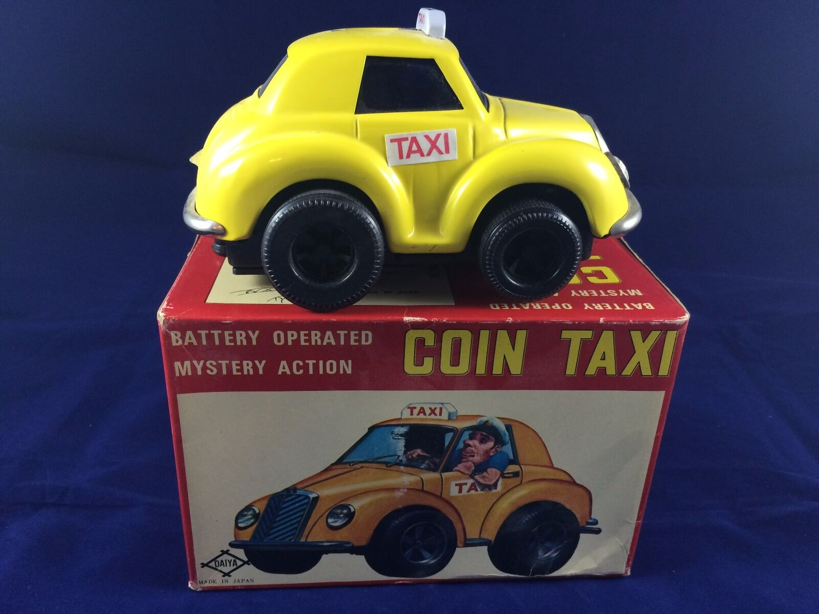 T947. VINTAGE Tin Litho Battery Operate Mystery Action Coin Taxi - JAPAN