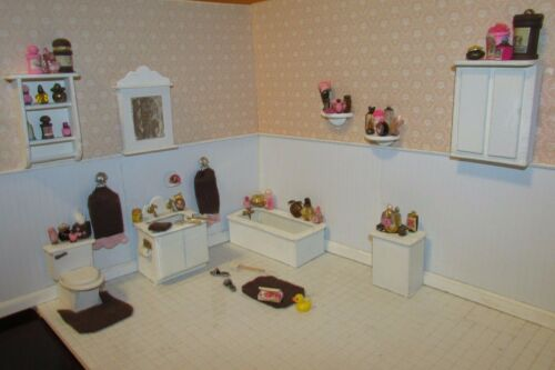 MINIATURE DOLLHOUSE BROWN AND PINK BATH COLLECTIONOOAK
