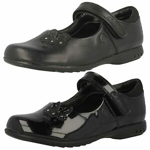 Girls-Clarks-Trixi-Run-Black-Leather-Or-Patent-School-Shoes-With-Lights