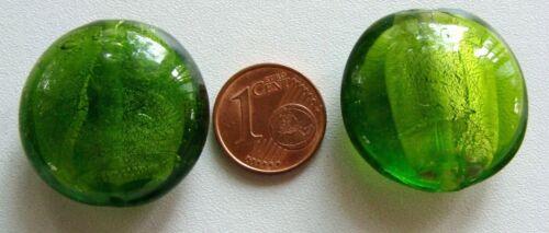 2 perles galet 25mm VERT OLIVE rond plat VERRE style Murano feuille argentée