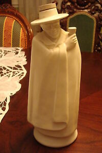 Wedgwood-Sandeman-039-Sherry-1971-white-decanter-made-in-England