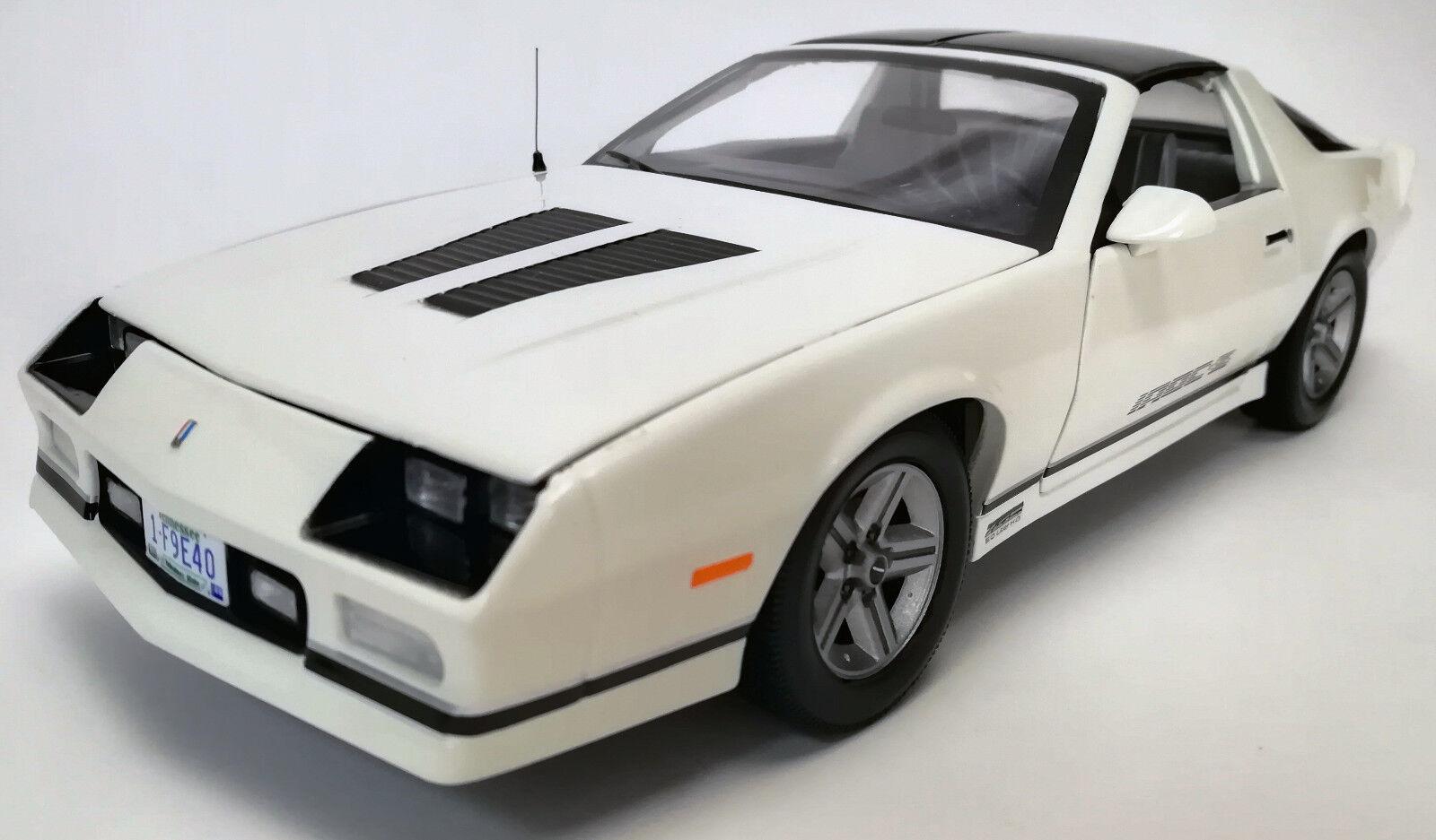 1985 Camaro bianca 1 18 1940