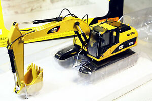 1-50-Norscot-Caterpillar-CAT-323D-L-Hydraulic-Excavator-DieCast-Collection