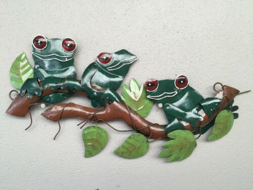 Metal Wall Art Green Tree Frogs on Branch Wall Hanging