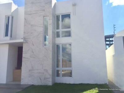 Casa en venta Lomas de San Charbel con alberca $12,500,000