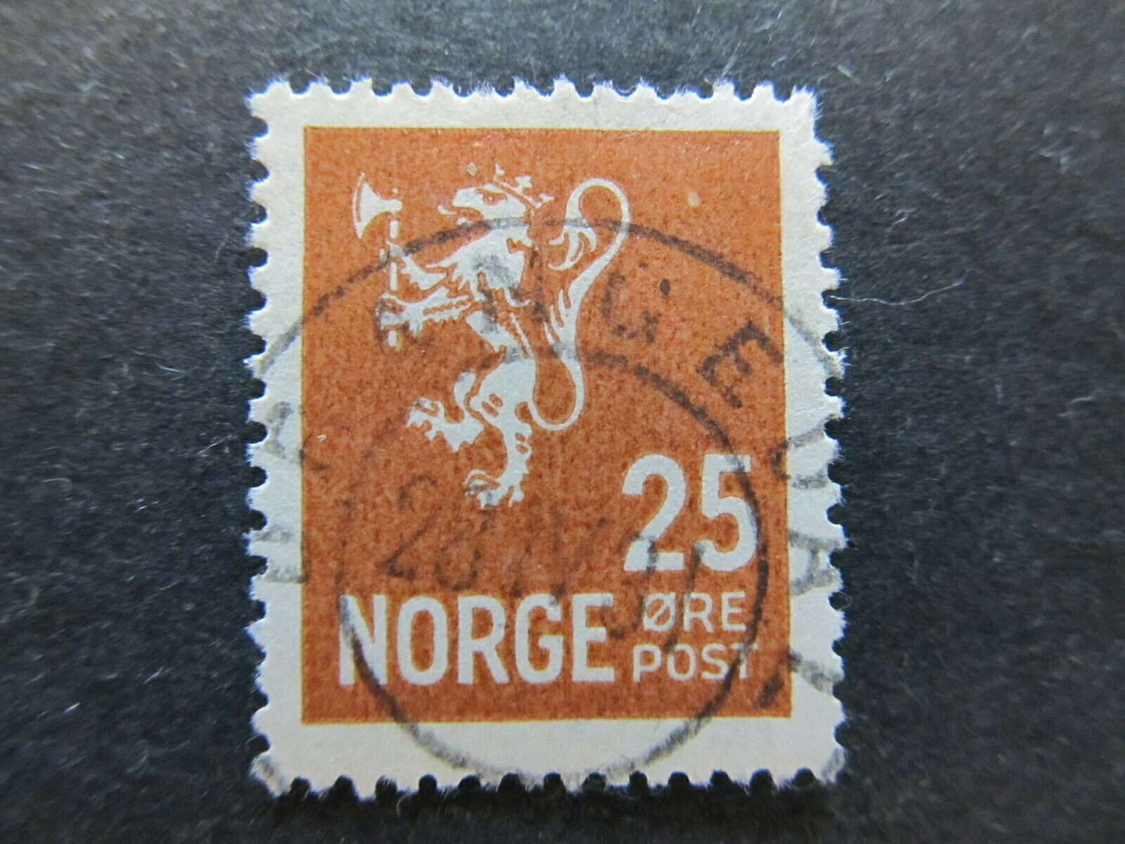 A5P28F5 Norway 1926-34 size 16x19 1/2 25o used