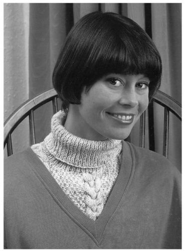 Unisex Polo Neck Inserts and Ladies/' Leg Warmers DK KNITTING PATTERN 10188