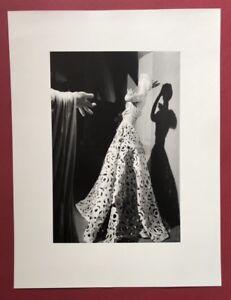 Wols, Ohne Titel (bambola con robe), fotografia, 1937, da cui SCONTO