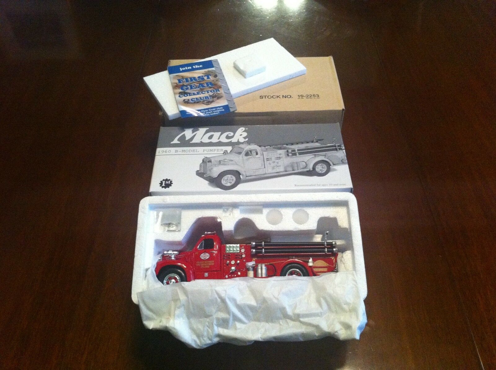 First Gear 19-2253 Sohio Mack 1960 B-Model Pumper Firetruck 1 1 1 34 Scale Diescast 55d