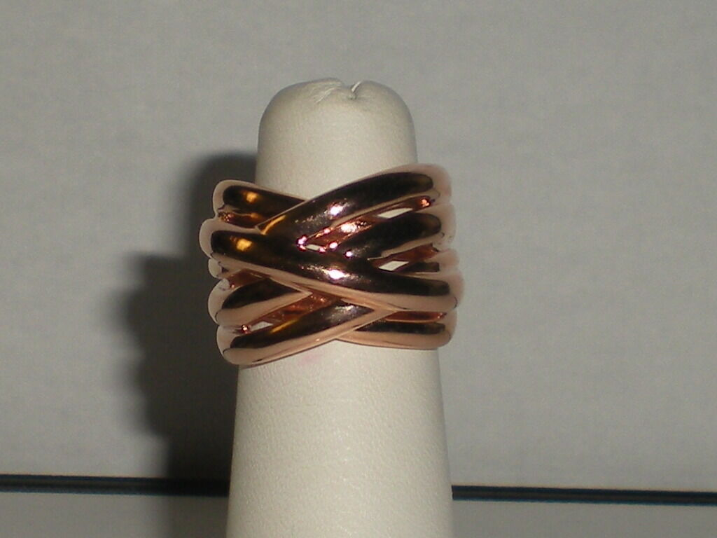 Ladies SS .925 knot ring in size 6 comes  pink color