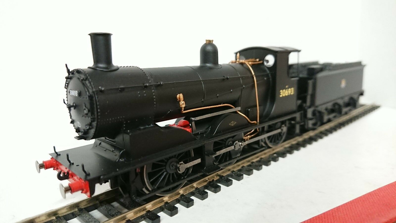 Hornby R3240 BR (Early) 0-6-0 Drummond 700 Class 30693 DCC Ready