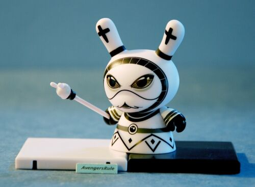 Shah Mat Dunny Chess Otto Bjornik Kidrobot Bishop White 2//8 Rarity