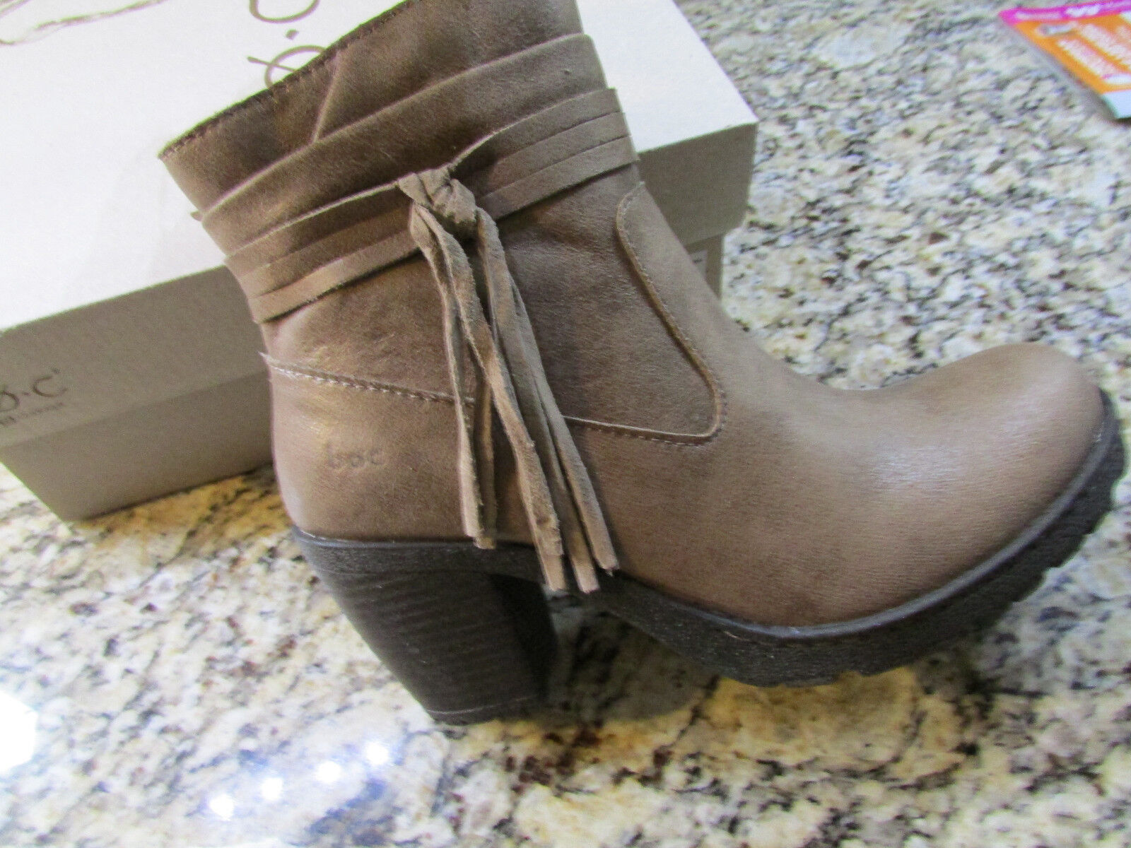 NEW BORN B.O.C ALICUDI TAUPE ANKLE BOOTS WOMENS 8 Z25517 BOOTIES W/ TASSEL