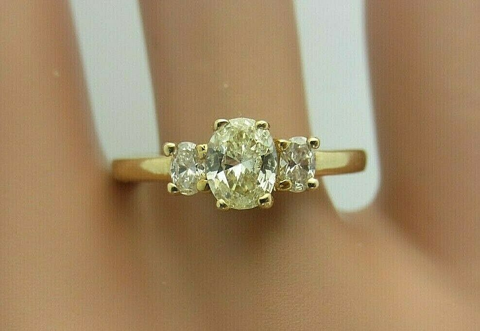 14K Yellow gold and 0.50 ct. Oval Diamond Engagement Ring 0.75 CT