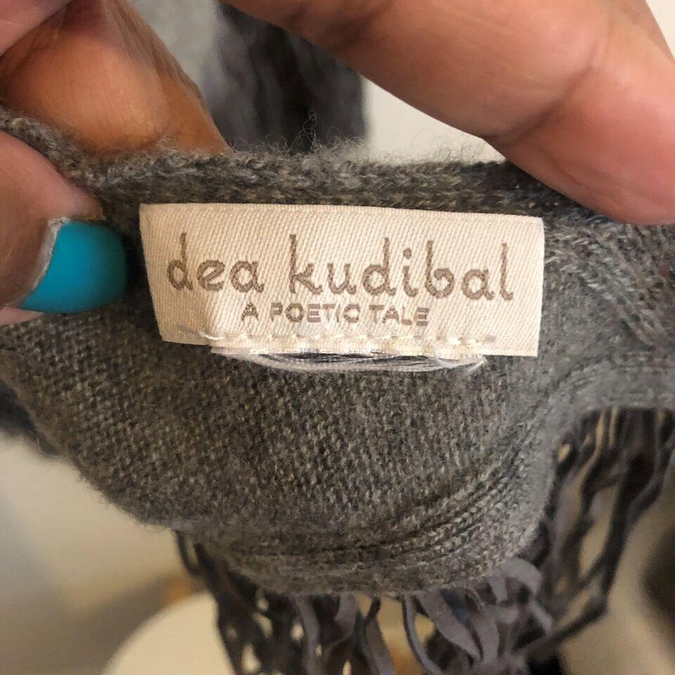 Sjal, Sjal/tørklæde, Dea Kudibal