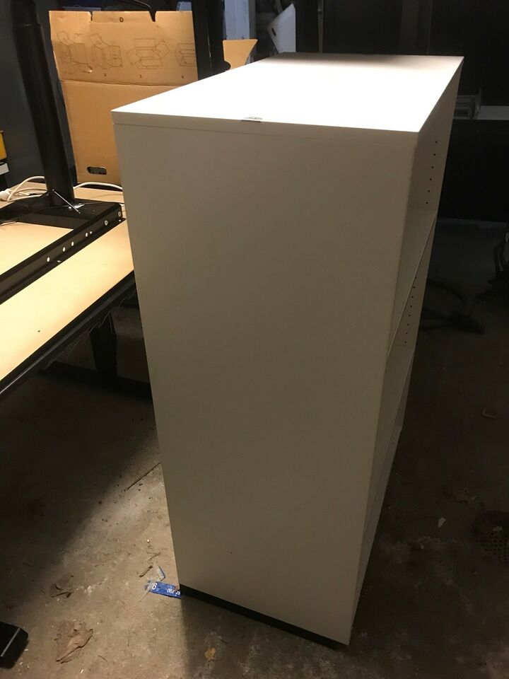 Kontormøbler. Kan evt bruges til printer eller...