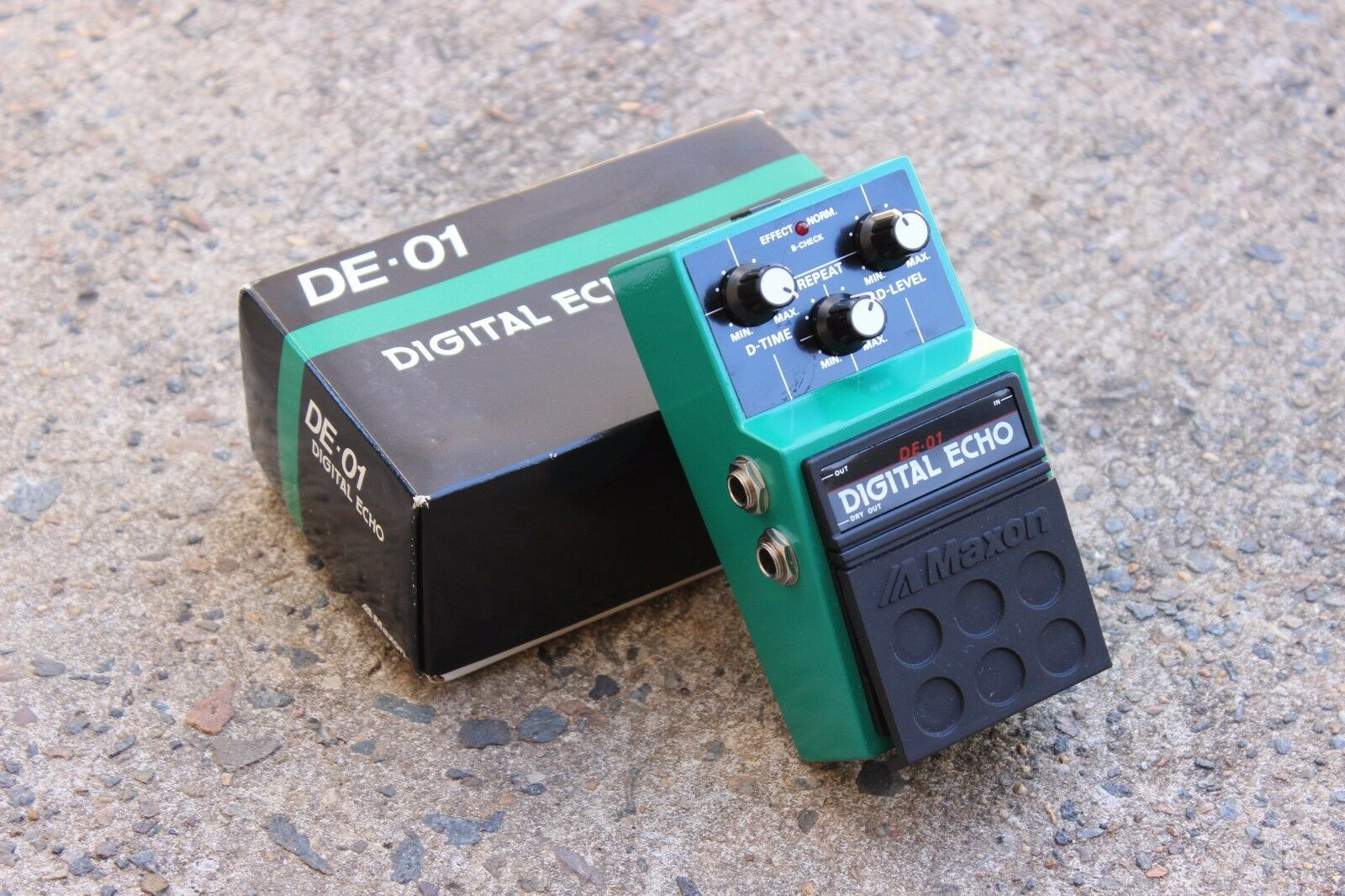 1980s Maxon DE-01 Digital Echo MIJ Japan Effects Pedal w/Box