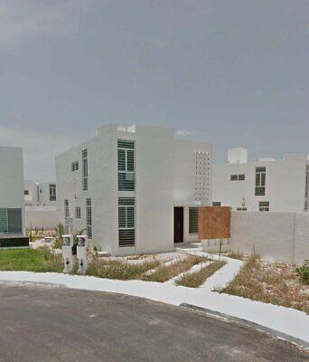 Hermosa casa en privada ubicada en Gran Santa Fe.