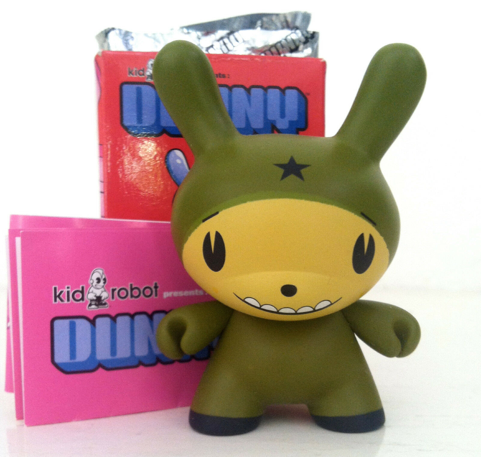 DUNNY 3    DALEK SERIES OLIVE STAR HEAD GENUINE KIDROBOT 2004 GREEN DESIGNER TOY 4ade3a