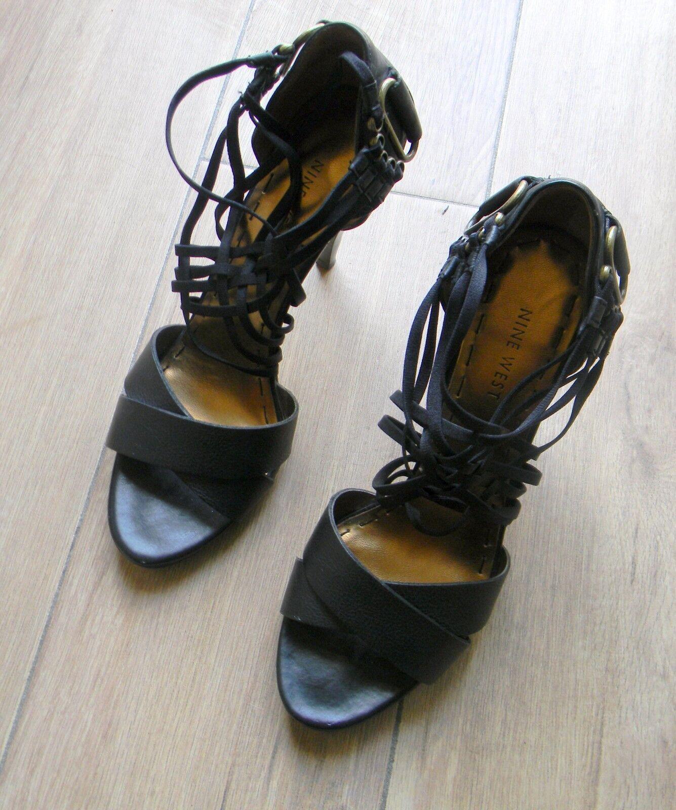 Splendides chaussures noires en cuir 38