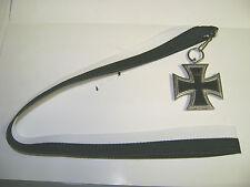 Eisernes Kreuz EK II 1914- 1813 an Schwarz-weißem Halsband (41cm)