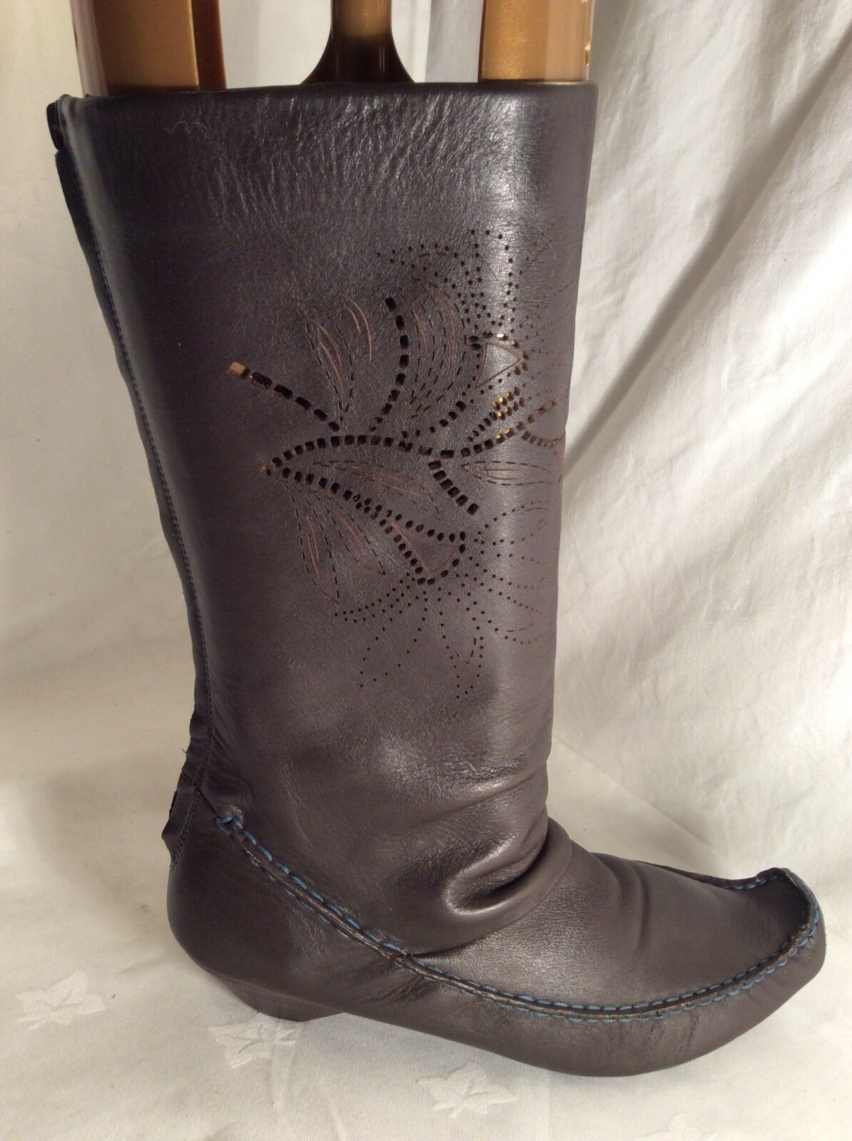 CLARKS Ladies Leather Mid Calf Boots Size 6