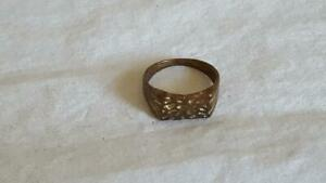 VINTAGE-FASHION-COSTUME-RUSTIC-HAMMERED-BRASS-RING-SZ-6-3-4-OXIDIZED-METAL