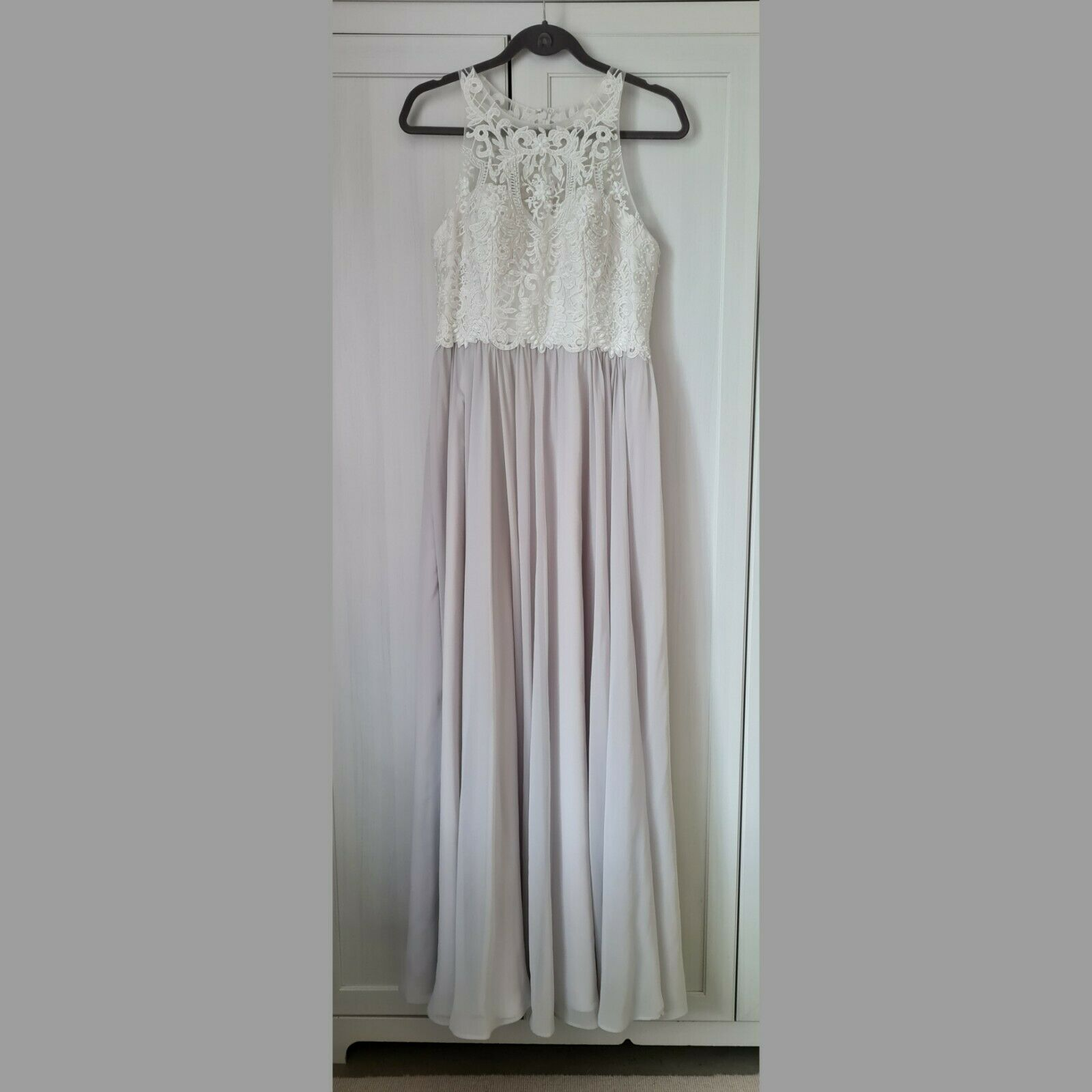 LAONA Abendkleid Hochzeitskleid Brautkleid Hellgrau Weiß Spitze Stickereien 40