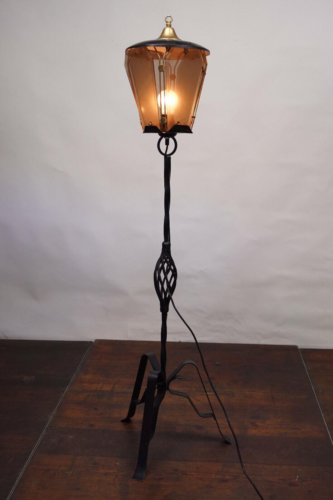 50er 60er Jahre antike Stehlampe Tütenlampe Rockabilly Kult DDR moderne Technik