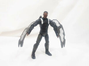 Falcon-The-Avengers-Action-Figure-3-75-034-Marvel-Universe-toy