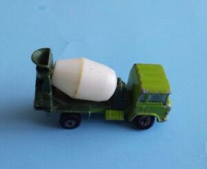 Vintage-Yatming-Green-Cement-Mixer