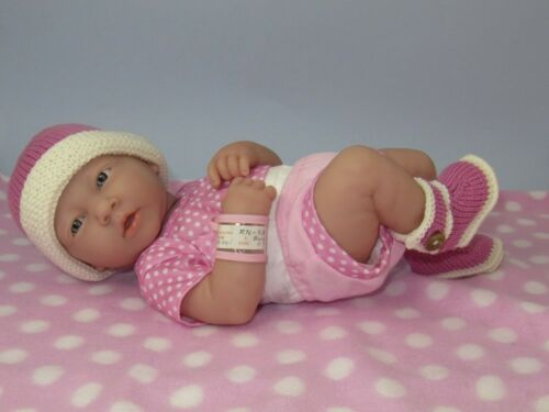 KNITTING INSTRUCTIONS-PREMATURE BABY 4 PLY BOOTIES  AND BEANIE KNITTING PATTERN