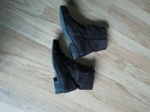 Clarks-Softwear-brown-suede-flat-boots-size-UK-6D