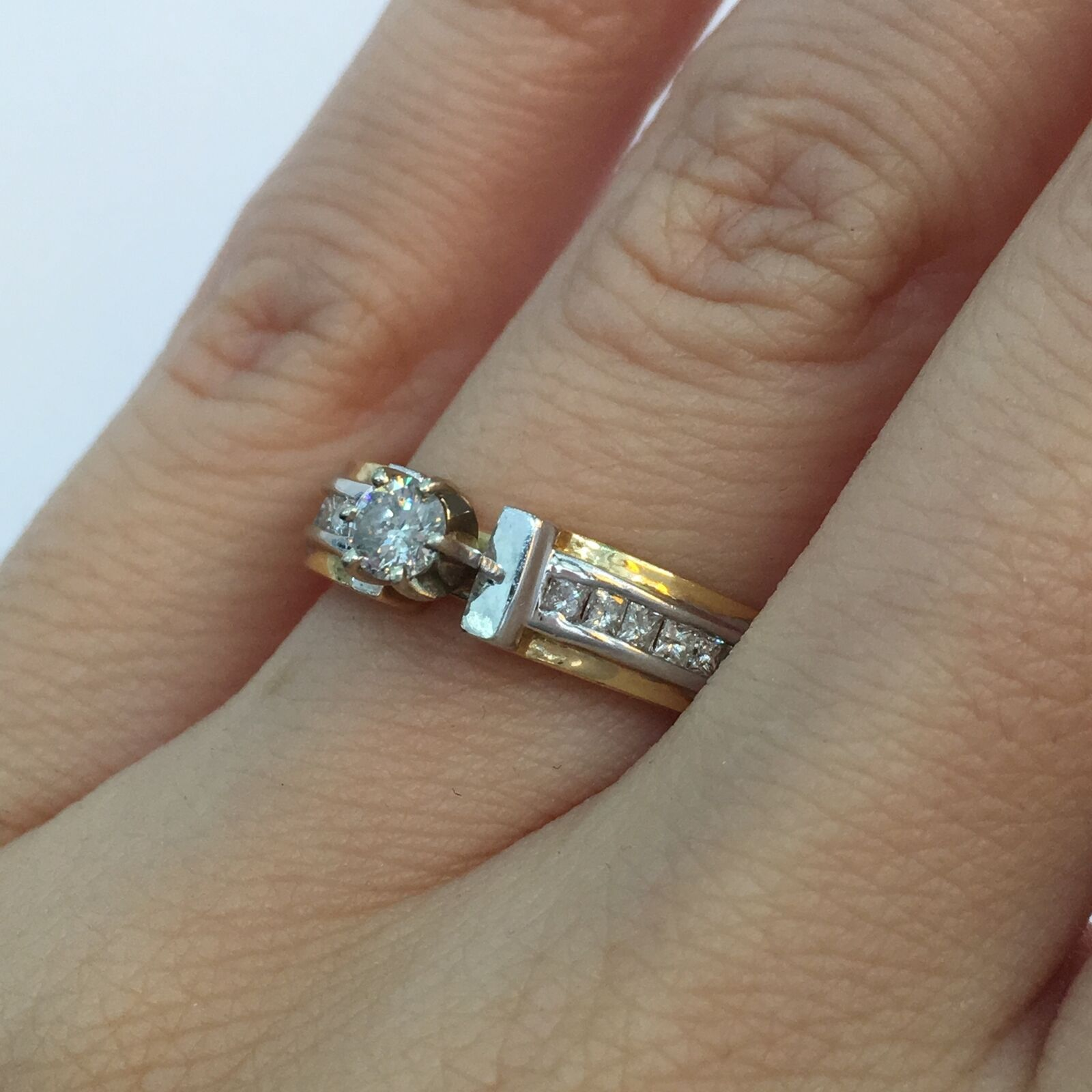 0.55 Ct Round Brilliant Cut Diamond Engagement Ring in 14K gold H SI2