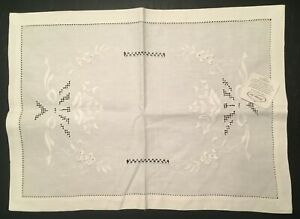 Heritage Lace Chablis Ecru Linen Placemat Embroidered Leaves Fruit