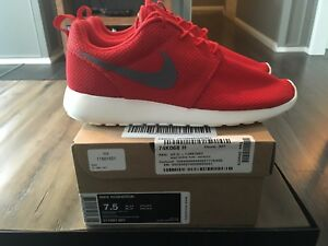 ee299c743e93f Nike Roshe Run Sport Red Sail Size 7.5 Brand New Wolf Grey 511881 ...