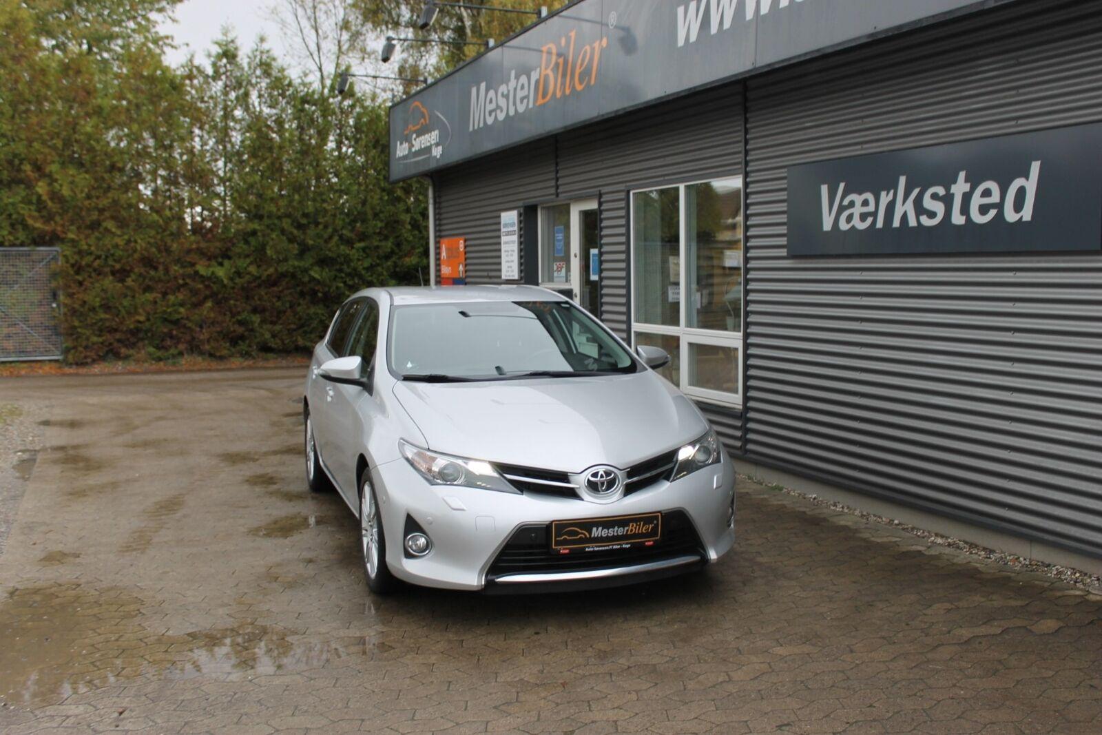 Toyota Auris 1,4 D-4D T2+ 5d - 109.800 kr.