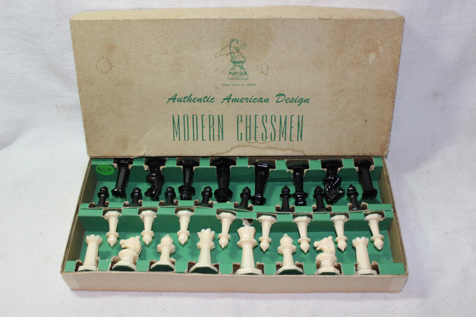 VINTAGE DRUEKE MODERN CHESSMAN PLASTIC CHESS PIECES NO. 128794 SET